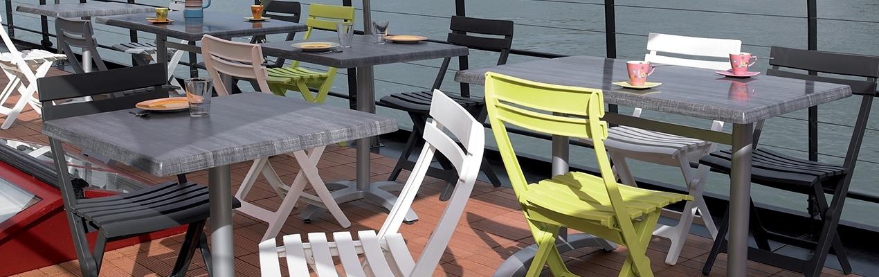 Cadeirões e cadeiras dobráveis